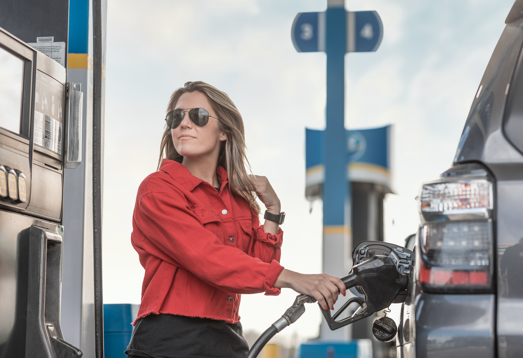 Lifestyle Photo of Women Pumping Gas at Valero Station - Jason Risner Photography