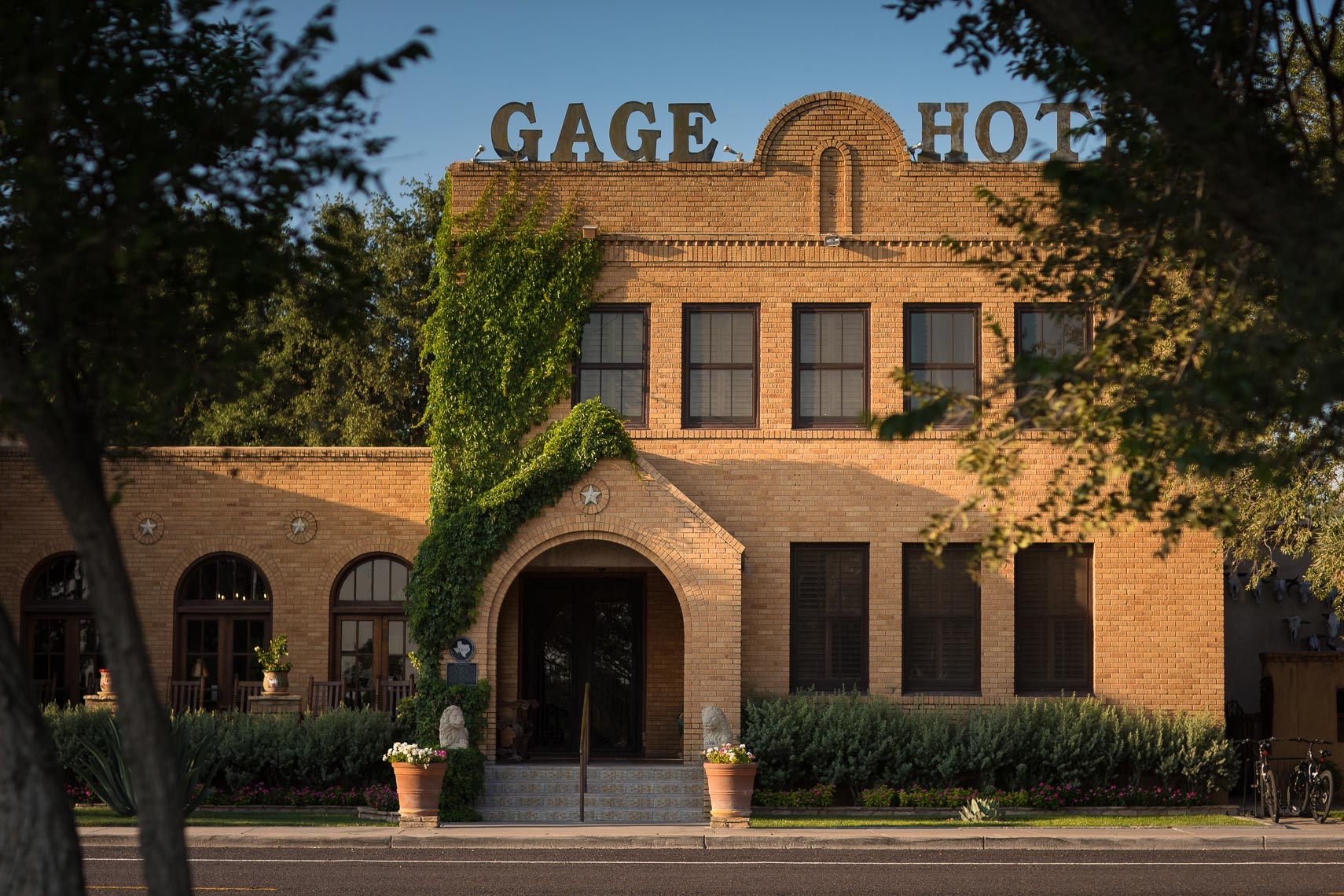 gage-hotel-entrance-jason-risner-photography