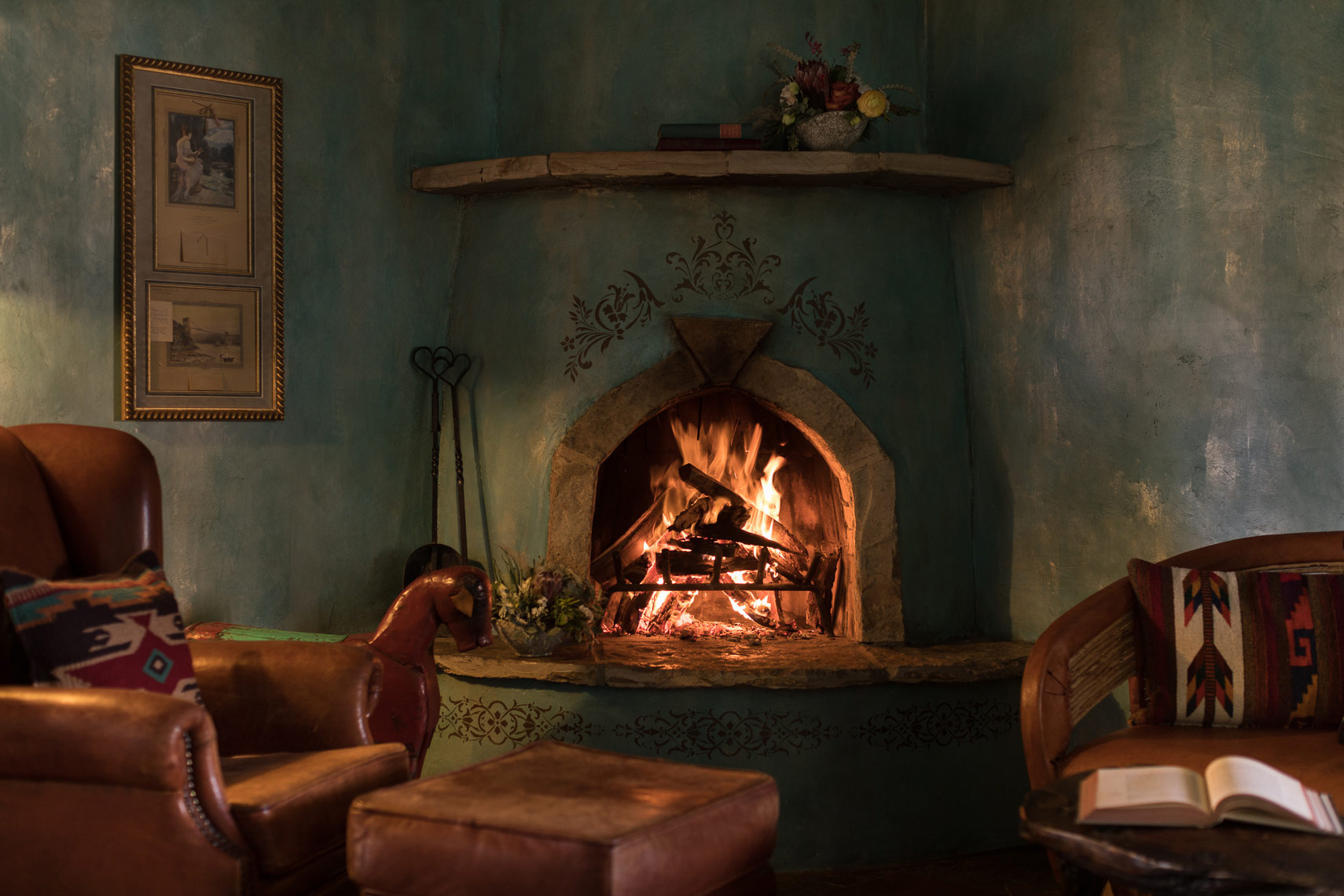 gage-hotel-fireplace-jason-risner-photography-4178